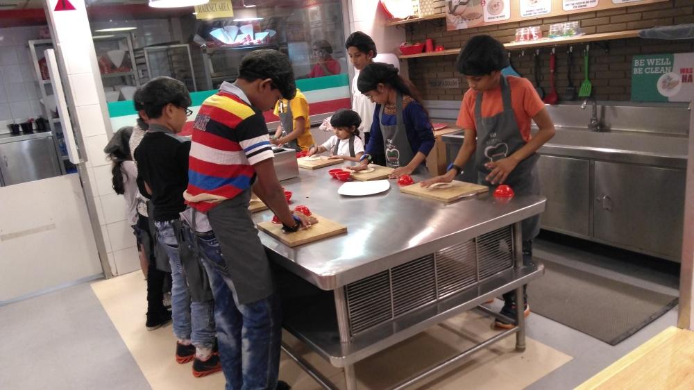 Learning making a pizza (relishingrascal.wordpress.com)